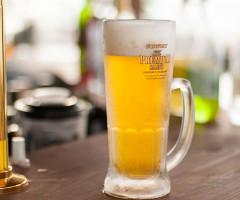 白浜の海を眺めながら、冷えたビールもおすすめです