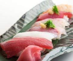 海鮮市場内には海鮮市場の新鮮魚介を使った寿司コーナーもあります